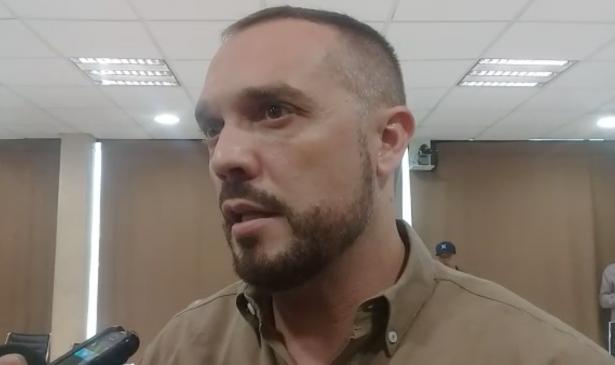 Acepta Carlos León ser regidor de administración de Célida López