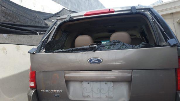 Balean automóvil dentro de cochera por el bulevar Libertad