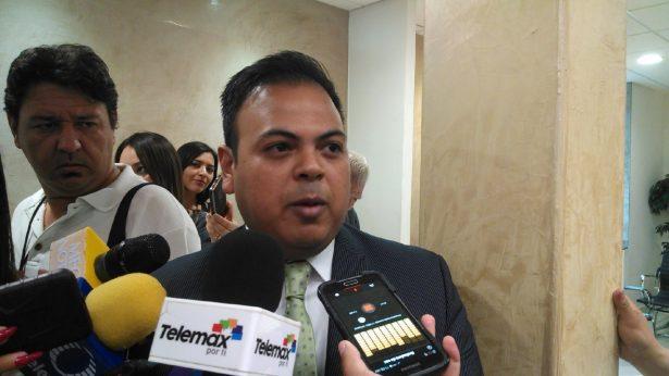 Toman protesta a Iván Andrade Rembau integrante del Comité de Participación Ciudadana