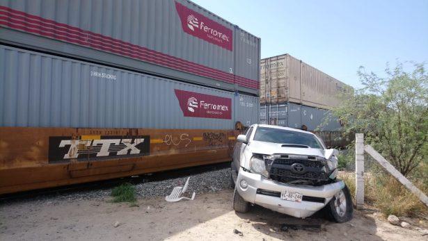 [Galería] Sale ileso hombre al ser impactado por el tren en San Pedro El Saucito
