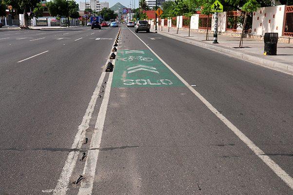 Desprenden señalamientos de ciclovía en el Rosales