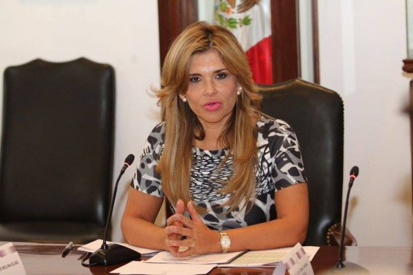 Gobernadora Claudia Pavlovich solicita al Congreso no discutir iniciativas de reformas
