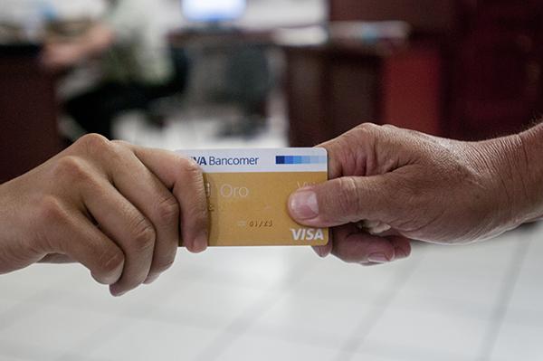 Exhortan cuidar uso de tarjetas de crédito