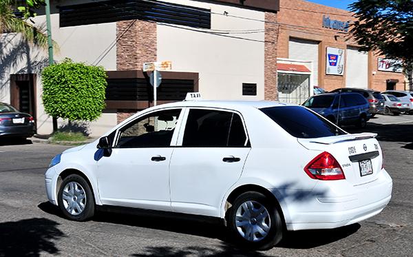 Pasajero asalta a conductor de taxi