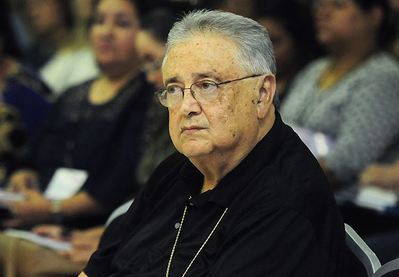 Condena arzobispo robo a Ulises Macías