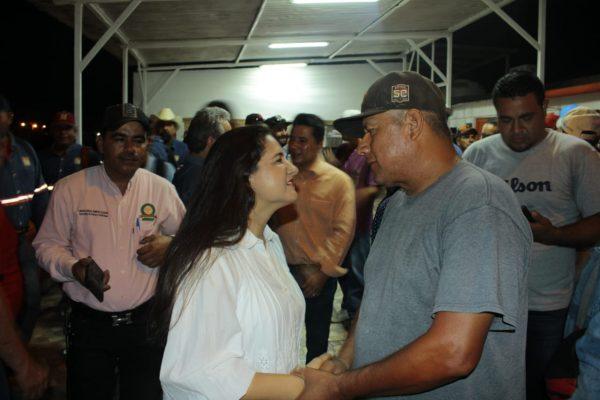 Visita Célida López a trabajadores de Servicios Públicos