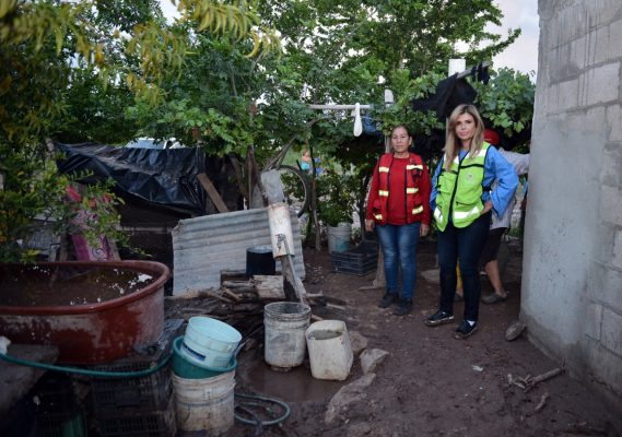 Recorre Gobernadora zonas afectadas por lluvias en Guaymas y Empalme