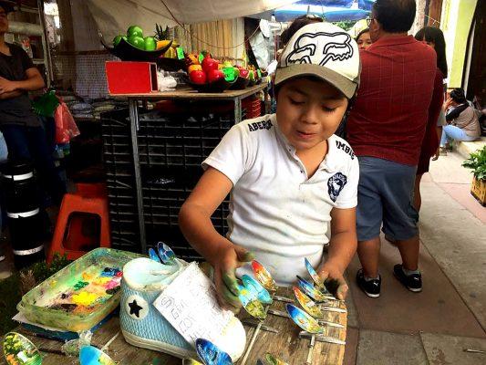 José Alberto, el pequeño pinta cucharas