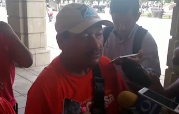 Maestros contratados por la Comuna exigen un pago de 4 meses