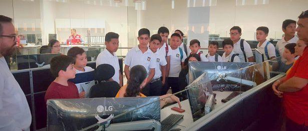 Conocen estudiantes instalaciones del C5i