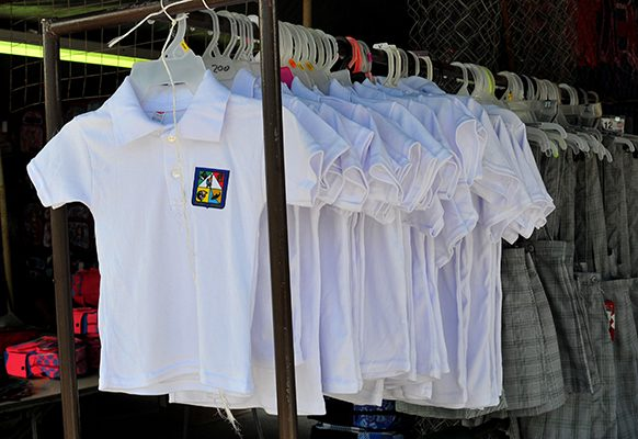 Exhortan a recoger uniformes escolares