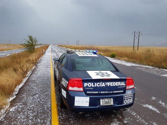 Cae fuerte lluvia con bastante granizo en tramo carretero Cananea-Agua Prieta