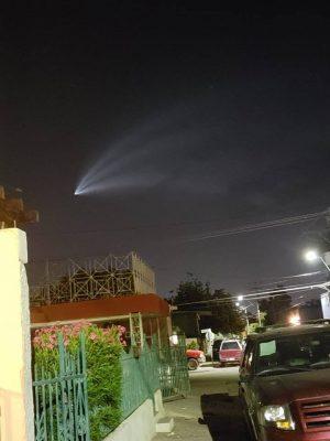 Space x lanza cohete, coloca satélite y aterriza
