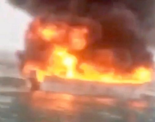 VIDEO: Se extravían tres hombres, tras incendio de lancha en El Golfo