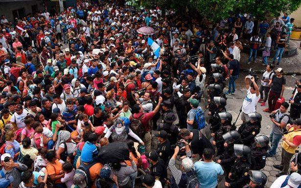 Irrumpen migrantes en territorio de México