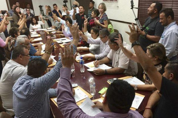 Solicitan apoyos y becas para hijos de policías ejecutados en Guaymas