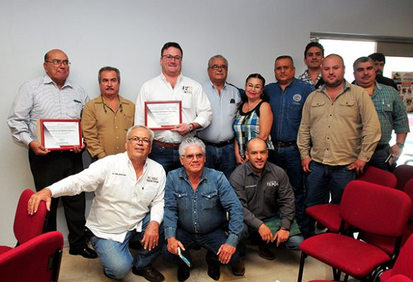 Certifican a dos productores de bacanora de la localidad