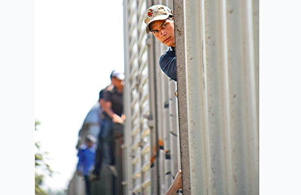 Declive de migrantes a EU comenzó en 2010; 5.5 millones ilegales