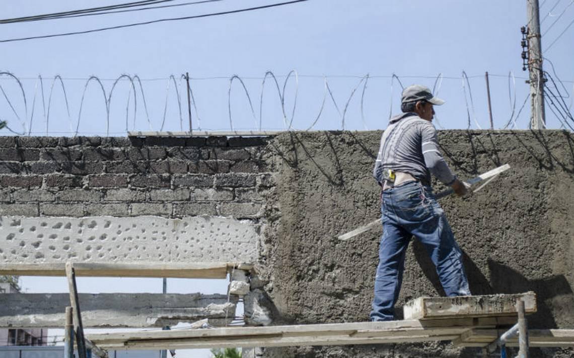 Margarita Zavala llama a mejorar calidad de vida de albañiles mexicanos