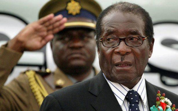 Mugabe se resiste; negocia su salida de Zimbabue