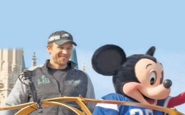 Nick Foles celebró el Título en Disney World