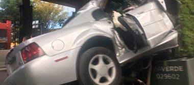 Impactante choque de un Mustang gris en Periférico deja dos muertos