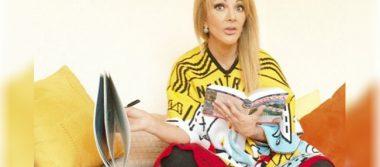 Olivia Collins a sus 59 años presume cuerpazo