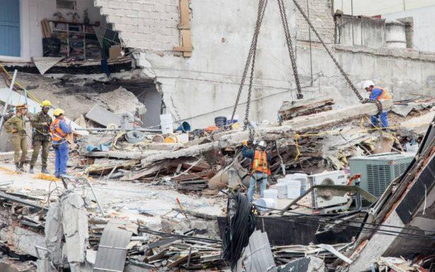 Presumen que hay al menos 42 atrapados en derrumbe de Álvaro Obregón