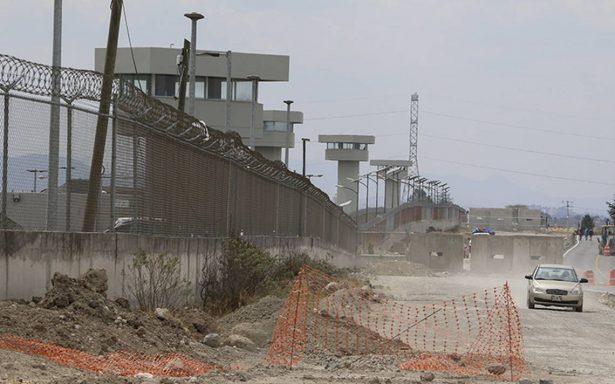 Suspenden a 10 funcionarios del Edomex por entrar sin justificación al penal del Altiplano
