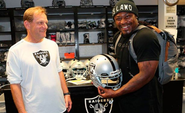 Marshawn Lynch firma con Raiders y ¡vendrá a México!