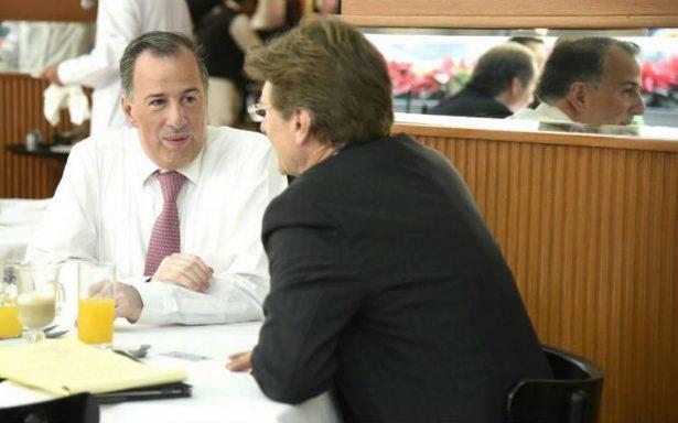 Meade desayuna con Enrique de la Madrid en restaurante del Centro CDMX