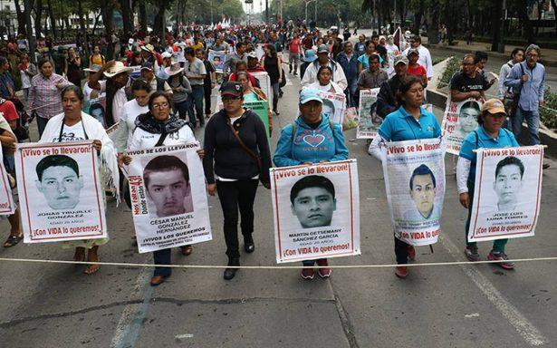 Familiares de los 43 normalistas reclaman avances en indagatoria