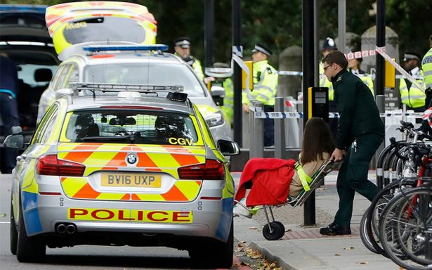 Conductor arrolla a peatones en Londres; hay varios heridos y un detenido