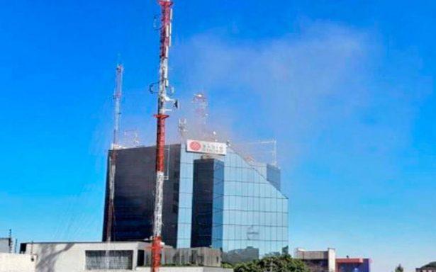 Controlan conato de incendio en edificio de Grupo Radio Centro; interrumpió transmisiones