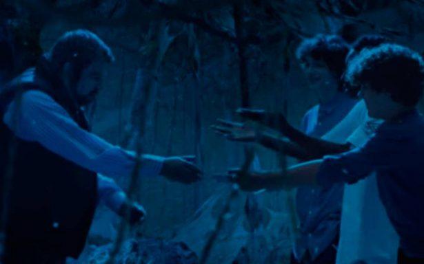 No es un 'Demogorgon', es el 'Chupacabras': Jaime Maussan aparece en Stranger Things