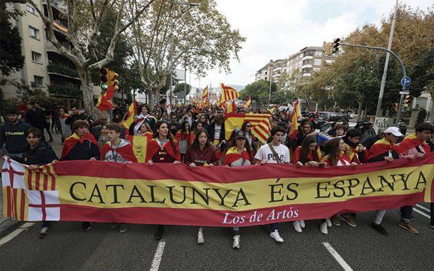Catalanes abortan la secesión y plantean diálogo con España