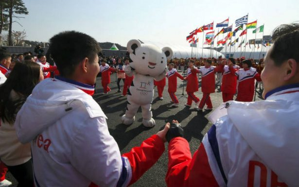 Olimpiadas Invernales arrancan entre bailes, canciones y… desfile militar