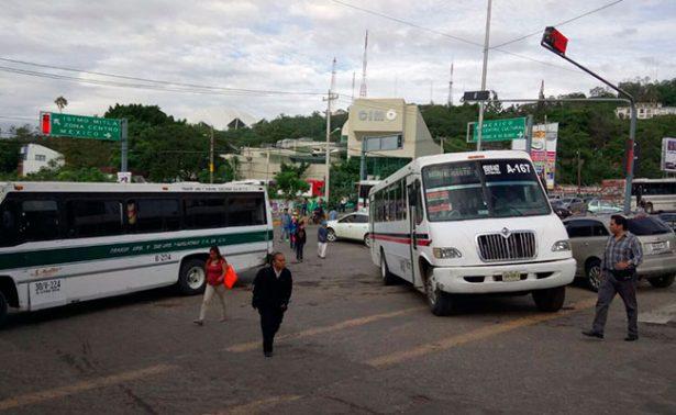 Transportistas desquician Oaxaca, exigen aumento de tarifas