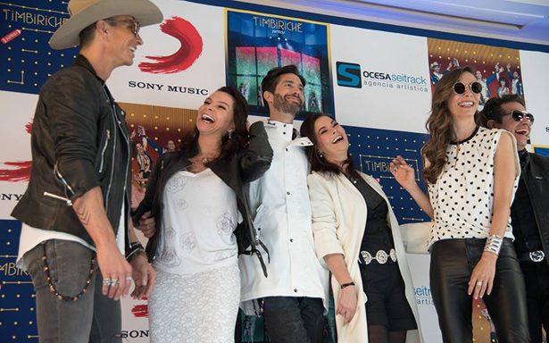 Timbiriche recibieron Disco de oro por su más reciente material discográfico Juntos