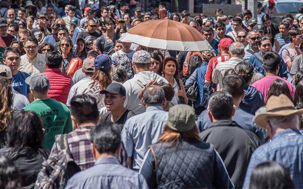 México cae 8% en índice democrático, afirma investigador Jorge Arias