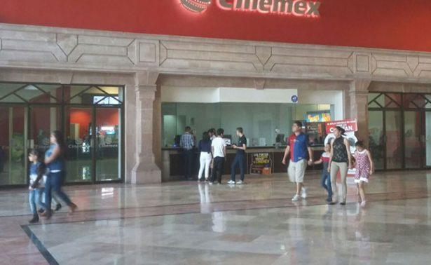 Hombre se suicida en plena película en cine de Aguascalientes