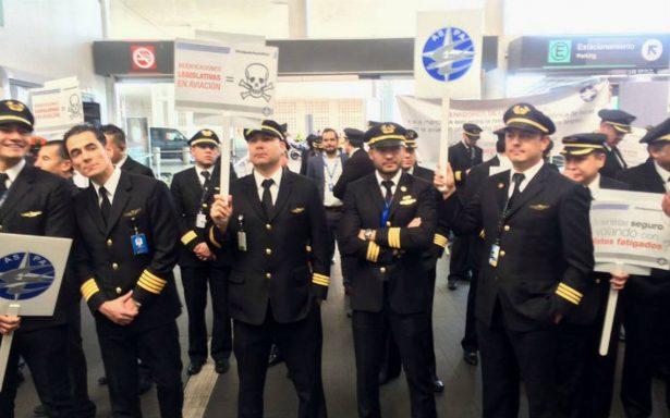 Después de siete horas, concluye protesta de pilotos en el AICM