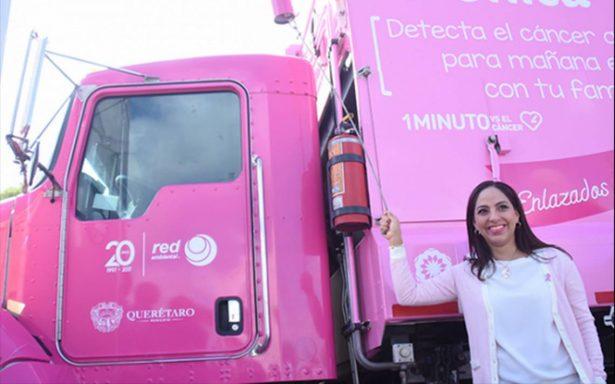 Camiones de basura 'luchan' contra el cáncer de mama