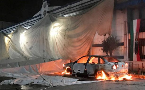 Pobladores causan daños en alcaldía de Tenancingo