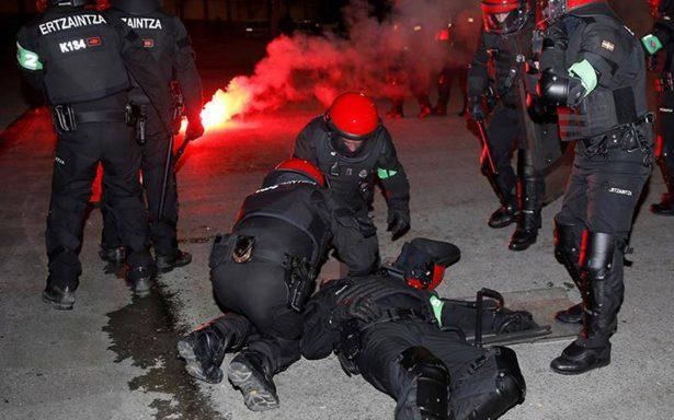 Seguidores del Spartak de Moscú se enfrentan con policías en Europa League