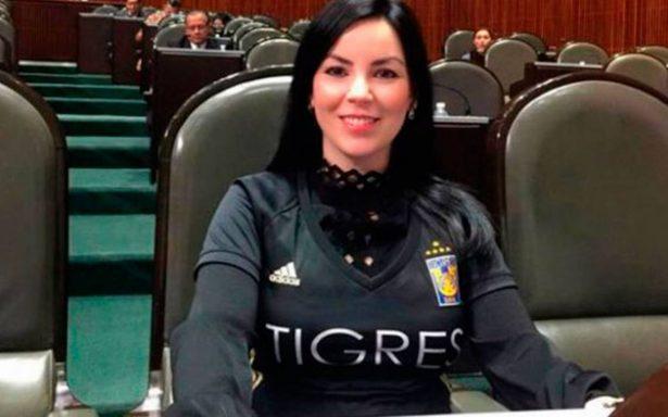 Diputada del PAN llega al Congreso de la Unión ¡con la playera de Tigres!