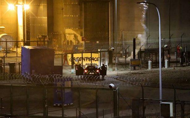 Para demostrar que no es segura, Greenpeace ataca con cohetes central nuclear