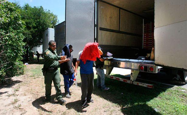 A un mes de la tragedia, aparece otro tráiler en Texas con 17 indocumentados