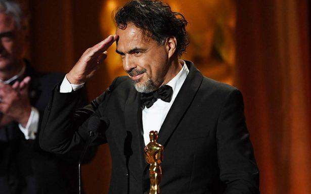 Iñárritu honra a inmigrantes y se lleva Oscar especial por 'Carne y arena'