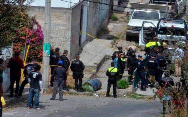 Asesinan y abandonan en un tambo a mujer en Atizapán